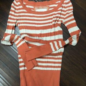 Mudd - small light weight sweater - cream & orange